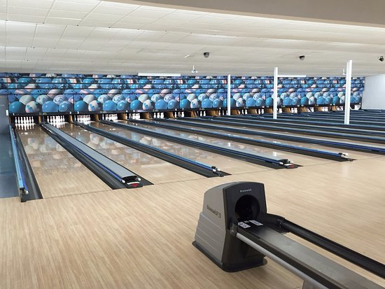 Coolangatta, Australia: 16 fully synthetic lanes all with auto bumpers and the latest Computer Score