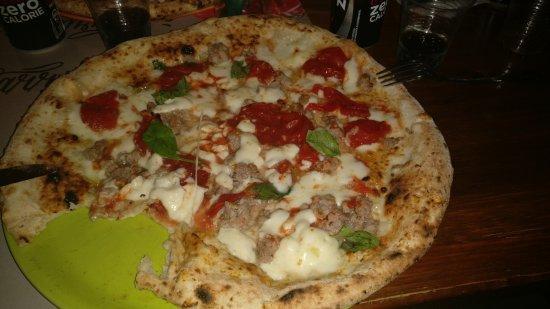 Pizzeria 'O Sarracin: Cruda e bruciata dal sapore osceno