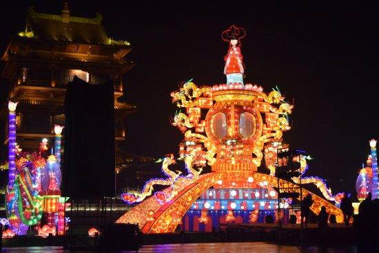 Zaozhuang, China: Сцена на центральной площади города.