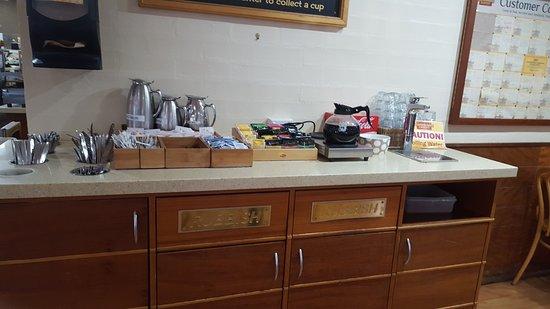 BEECHWORTH BAKERY BENDIGO self serve tea and brewed coffee area