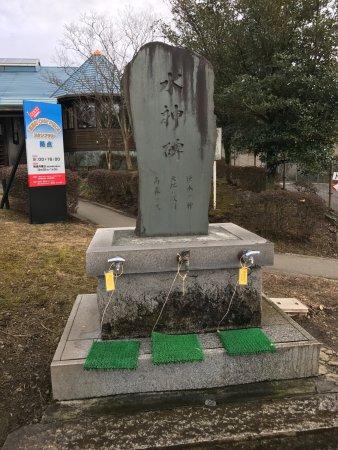 Takamori-machi, ญี่ปุ่น: トンネル上の採水場②:蛇口は一人一ヶ所でとの注意書き