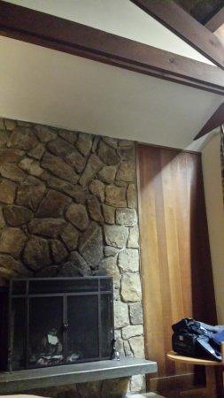 Holzvertäfelung der kaminbereich mit 60s holzvertäfelung an der wand picture of