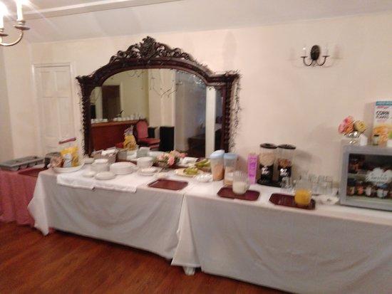 Southwick, UK: The breakfast table