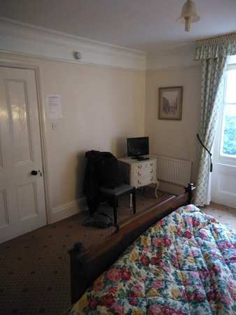 Southwick, UK: Room 10 and the tiniest TV!