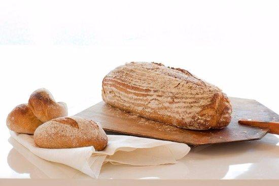 Bageri Kardemumma i Enebyberg: stenugnsbakat surdegsbröd