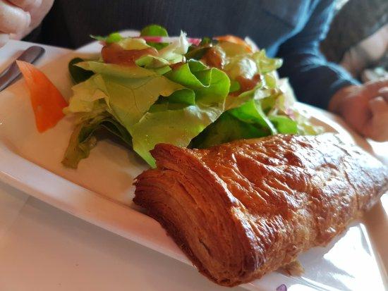 Le Potager de Mémé Restaurant : Feuilleté maison à la volaille (home-made chicken and vegetables pie)