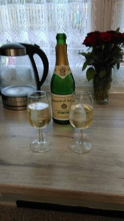 Esperaza, France: Local Bubbly (Blanquette)
