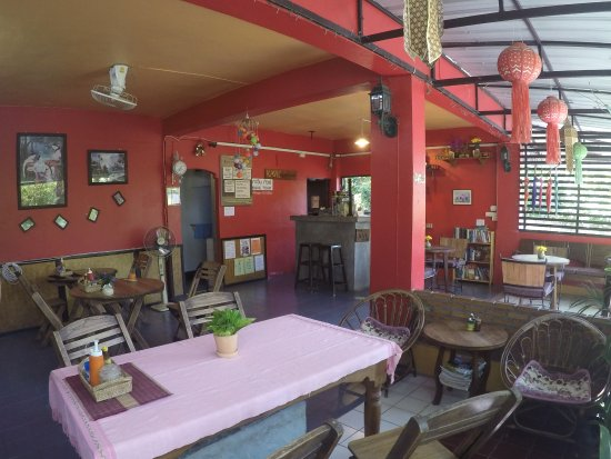 Kavil Guesthouse: Kavil Guest House in Chiangmai is in an excellent location 200 meters from Thapae Gate.it's quie