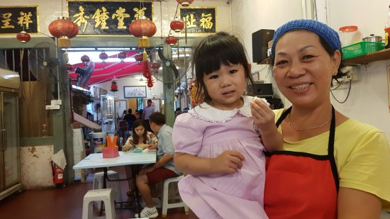 owner and her grand daughter - Picture of Jonker 86 QQ Ice, Melaka