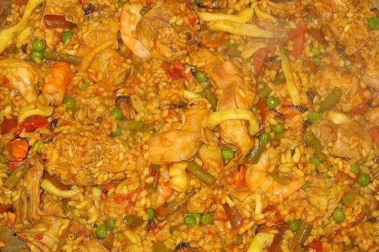 Pitres, Spanyol: la paella es una de las especialidades