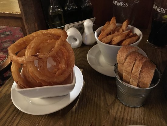 The Wortley Arms: Fries, bread and onion rings