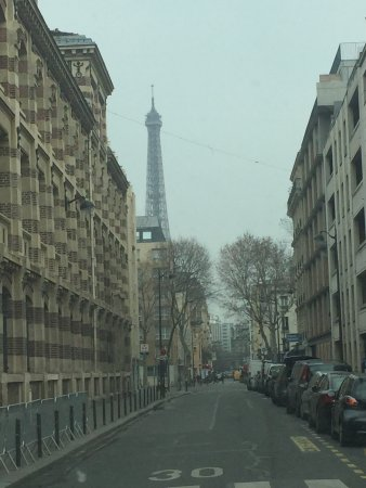 Eiffel Saint Charles: Perfect room  Walking distance to the tower and train