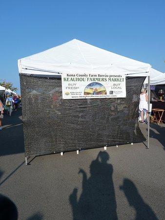 Keauhou, HI: マーケットは駐車場内で催します。