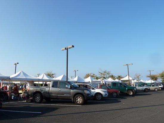 Keauhou, HI: 駐車場内にテントが並んでいます