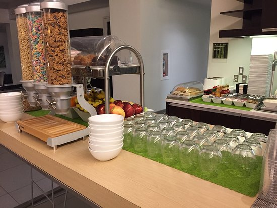 Element Dallas Fort Worth Airport North: A breakfast menu from 6:30