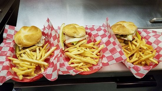 Edmore, MI: Burger Basket Specials
