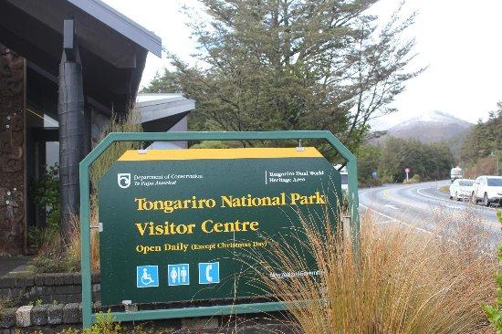 Whakapapa, Nieuw-Zeeland: Visitor centre 外観、後方にトンガリロ山