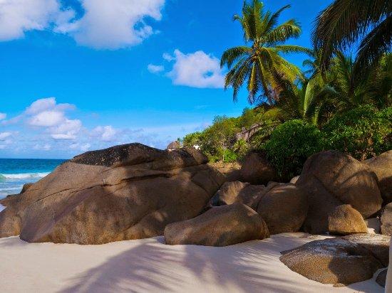 Anse Intendance: セイシェルらしい岩と海と砂