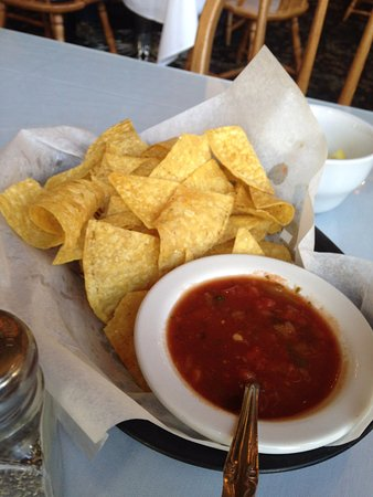 Dante's Creative Cuisine: Starter chips and salsa