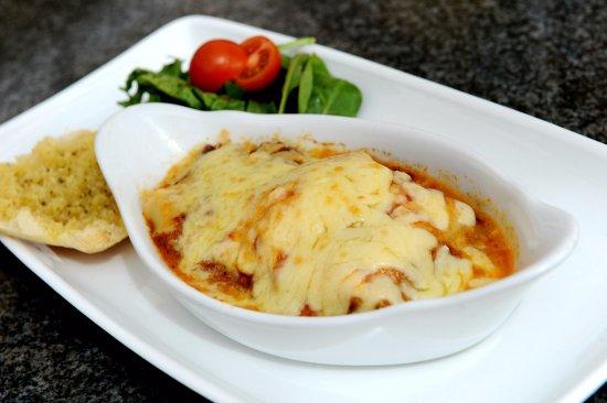 Workington, UK: Lasagne with Garlic Bread