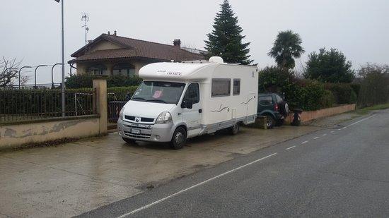 Rosignano Monferrato, Italia: Ampio parcheggio