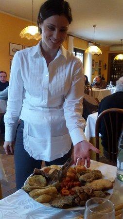 Rosignano Monferrato, Italia: La graziosa e molto professionale cameriera