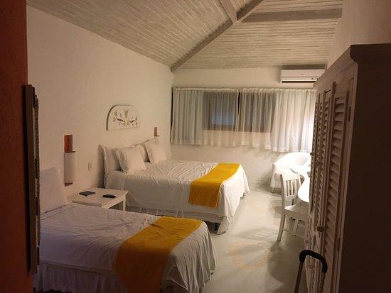 Perola Buzios Hotel: Quarto visto da entrada