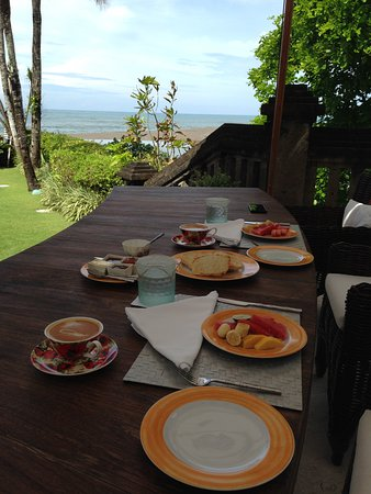 Pantai Lima Villas: Breakfast with a view, tough start to the day!