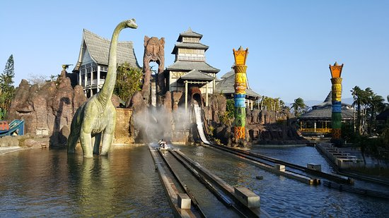 Leo Foo Village Theme Park