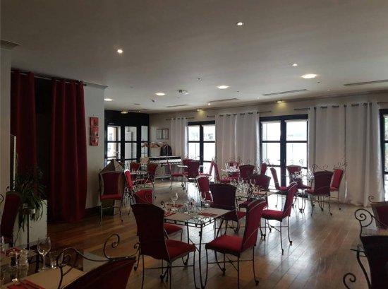 Le Restaurant Est équipé De Rideaux Phoniques Photo De Les