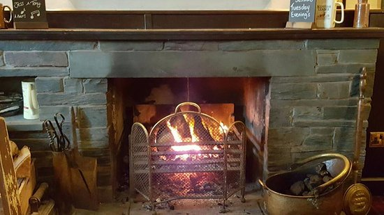 Troutbeck, UK: Fire in the bar area...