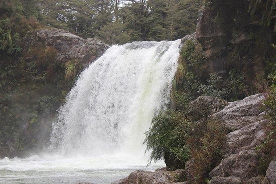 National Park Village, New Zealand: Tawhaiの滝