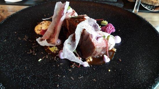 Barvaux, بلجيكا: Echine de porc autour du chou : un délice et visuellement un beau tableau