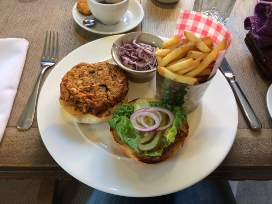 Hadleigh, UK: Mixed bean and chilli burger