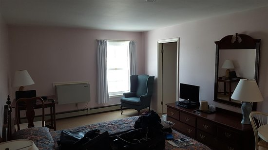 Souris, Canada : Wide angle of room.