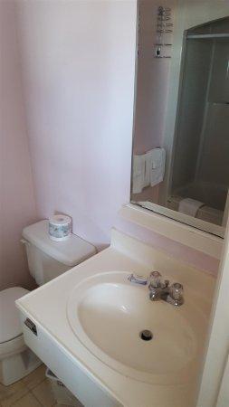Souris, Canada: Bathroom