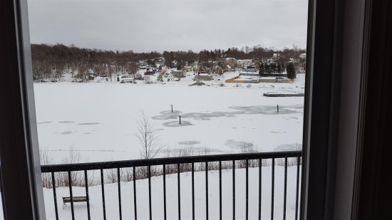 Montague, Canadá: View of the river from room.