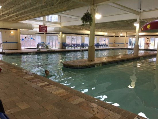 Shawnee on Delaware, Pensylwania: Indoor heated pool W/mushroom waterfall. Heated nice and warm.