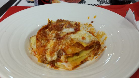 Ibis Milano Centro: Lasanha no bar no hotel para um almoço super rápido