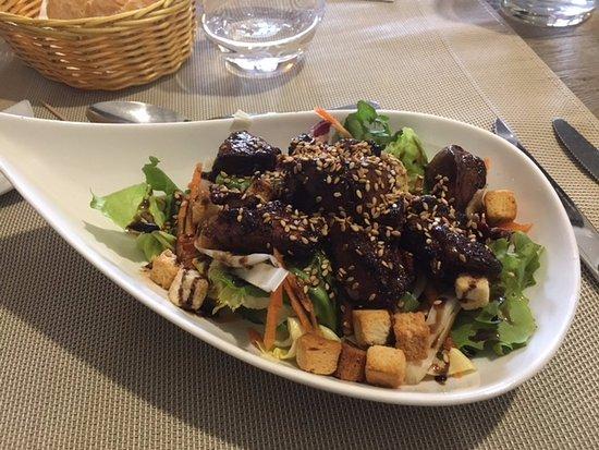 Visan, France: Salade de foies de volaille : succulent.