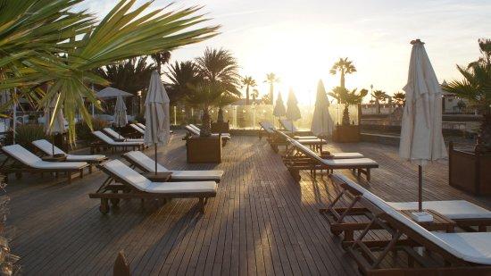Hotel Morabeza: Poolside looking towards the beach
