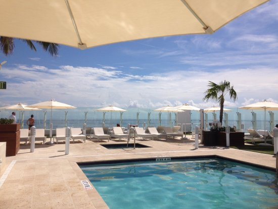 Surfside, FL: Rooftop pool