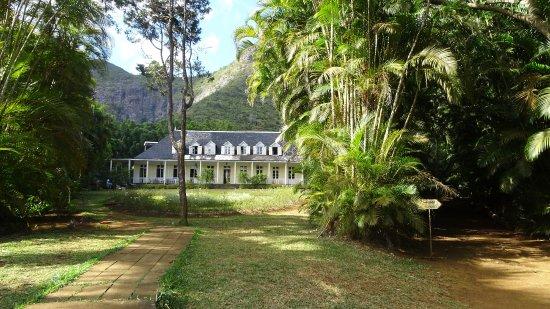 Vers la cascade picture of maison eureka mauritius for Maison cascade