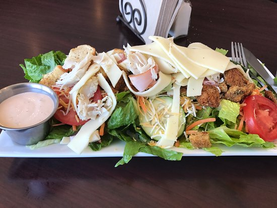 Altavista, VA: Really good salad, beautifully crafted there while I wait. Very fresh and lots to eat!
