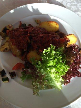 Jihlava, République tchèque : grilvané brambory a zelenina s paprikovým dipem