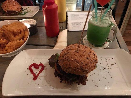 Burgerado: Leckere Cocktails und noch bessere Burger...