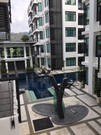 Kamala Regent: Вид на бассейн и тренажерный зал