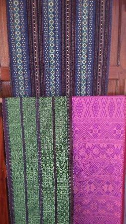MiMi Souvenir Shop: shawls and loungyis..