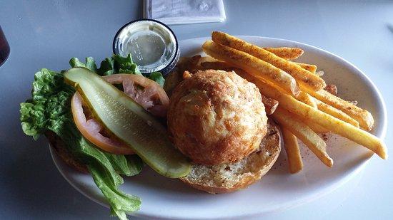 Solomons, MD: Crab cake sandwich