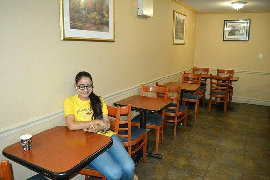 Glengate Hotel: Viszonylag kicsi, tiszta reggelizőhely.